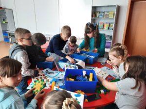Занятие объединения «Лего-квантум» на каникулах